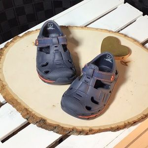 Surprize by Striderite Rider Land & Water Shoes